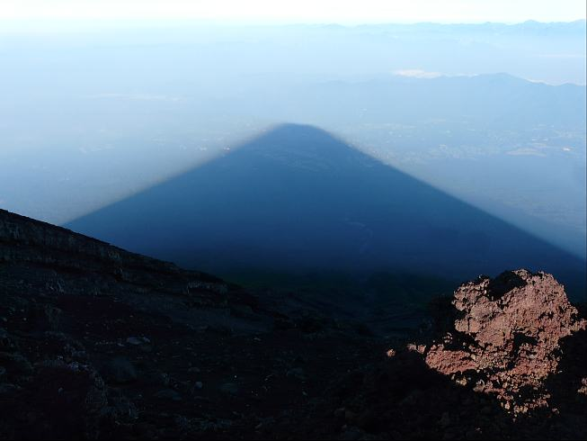 頂上からの影富士