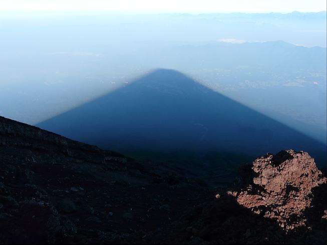 山頂からの影富士
