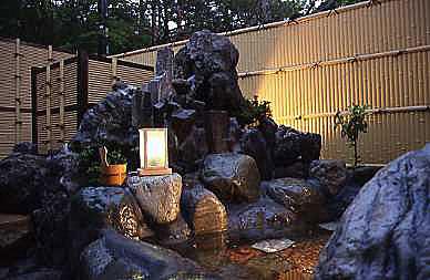 山梨銘石を使った岩露天