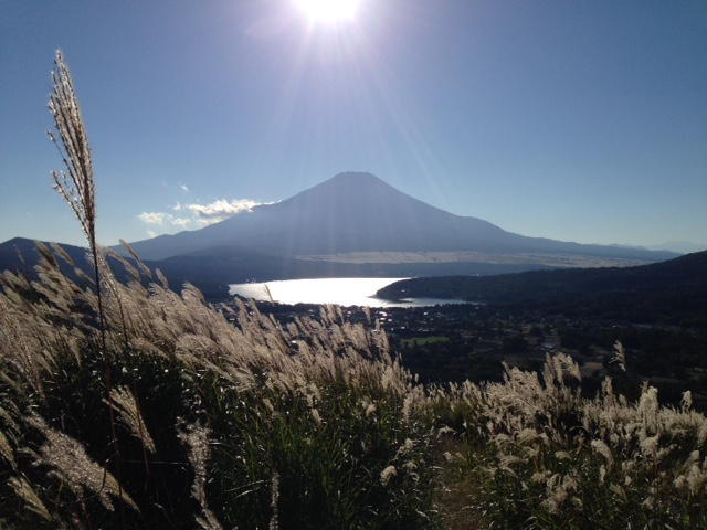 ♪秋の山中湖 !(^^)!   ハイキングへ!